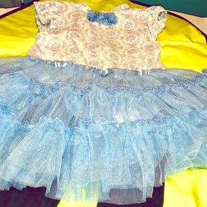 Other - Spring Dress and leggings set lace bottom